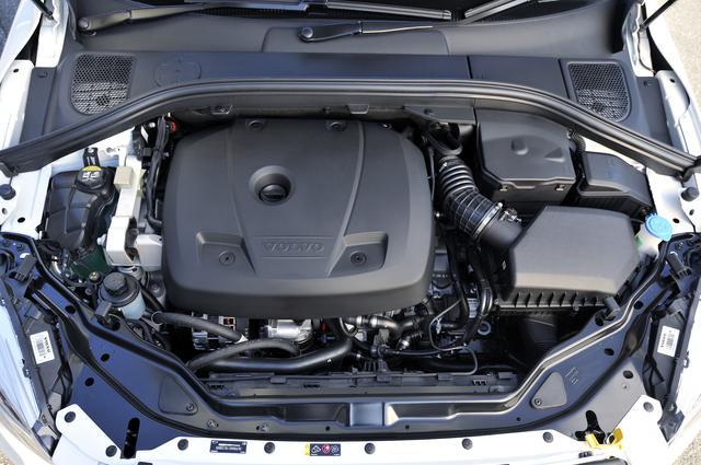 画像: 従来の3ℓ直6ターボのT6 AWDは最高出力304ps/最大トルク440Nmを発生していたが、新たに導入されたT6 AWDは2ℓ直4ツインチャージャーで306ps/400Nmである。