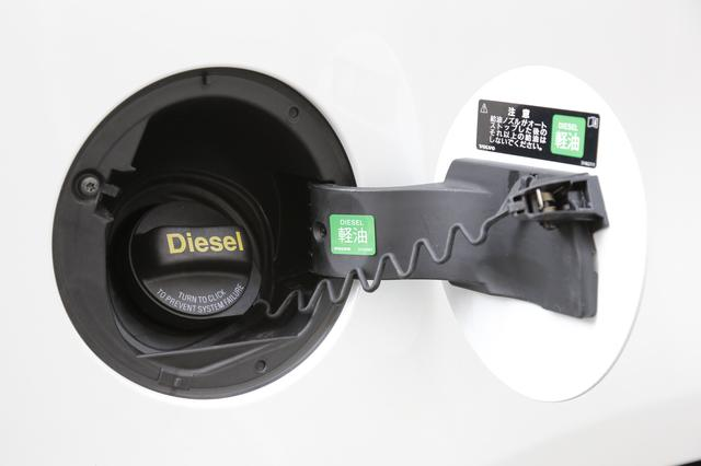 画像: 編集部の使うガソリンスタンドでは、ボルボ車に軽油を入れるのはすでに普通だが、地方に行くとまだ浸透していない。