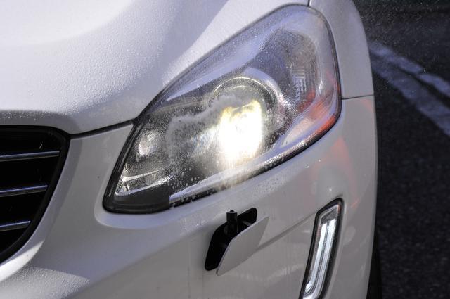 画像: ウインドウウォッシャーの数回に1回ヘッドライトウオッシャーも噴射。運転しているとはなかなか見られないので新鮮だ。