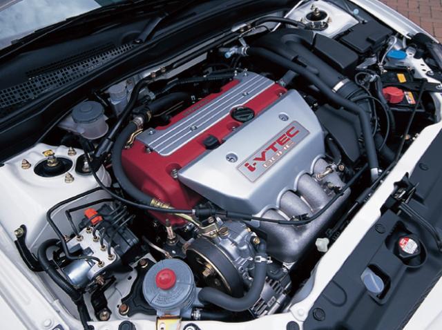 画像: 2ℓのDOHC i-VTECは220ps/8000rpm、21.0kgm/7000 rpmというパワースペックを発揮する。組み合わされるミッションは6速MTのみ 。 www.motormagazine.co.jp