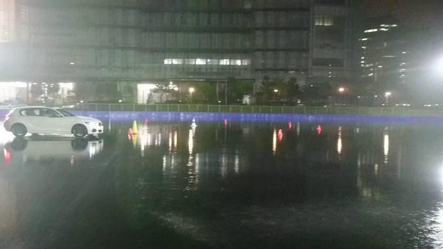 画像: 菰田潔氏のドリフト走行のデモンストレーション。 www.youtube.com