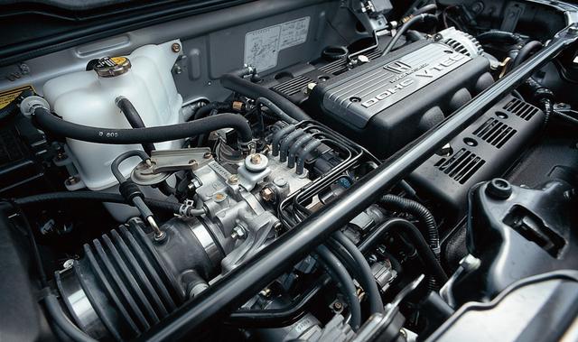 画像: V型6気筒DOHC・VTECのC30A。シリンダーブロックやヘッドはアルミ合金製で、ヘッドカバーにはアルミと同等の耐蝕性を持っているマグネシウム合金を採用している。 www.motormagazine.co.jp