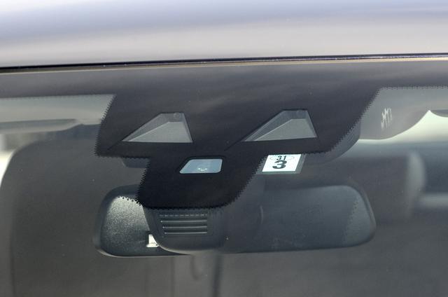 画像: 緊急自動ブレーキや車線逸脱警告、360°ビューなど最新の安全装備を採用する。