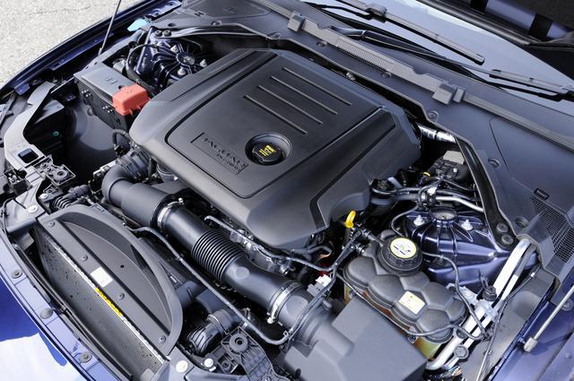 画像: 2ℓディーゼルターボインジニウムエンジン。先代比で20kg軽量化した。