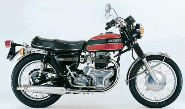 画像: 戦前から大排気量車を生産してきたメグロをカワサキが1964年に吸収。メグロが開発していた英国車的なメカニズムを持つK1に改良を加え、1966年に発売されたのがW1だ。1968年にはツインキャブ化でパワーアップした W1Sが登場。そして1971年、W1Sまでは英国式の右チェンジだったものを、複雑なリンクを介して一般的な左チェンジに改めたモデルがW1SA。独特のサウンドや重厚な乗り味は今も多くの根強いファンを惹きつけ、最新モデルのW800にも影響を与えている。©Motor Magazine Mook