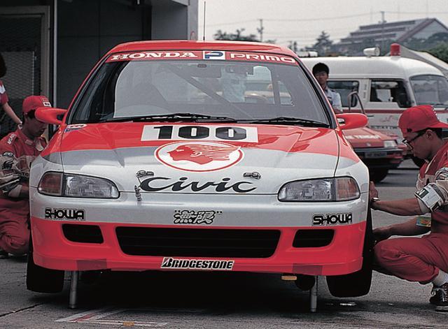 画像3: それから'88年〜'92年とマシンもワンダーからグランド(EF)、スポーツ(EG)と続いたのだが、93年に全日本ツーリングカー選手権が終わるまでホンダが 7年連続という長きにわたりタイトルを死守した。ライバルにはトヨタ・レビン(AE92・AE101)という手強い相手もおり、優勝を阻まれたレースもいくつかあったが、シビックの前では数あるマシンのウチのひとつとしか見なされなかったようだ。(文◎原田了) www.motormagazine.co.jp