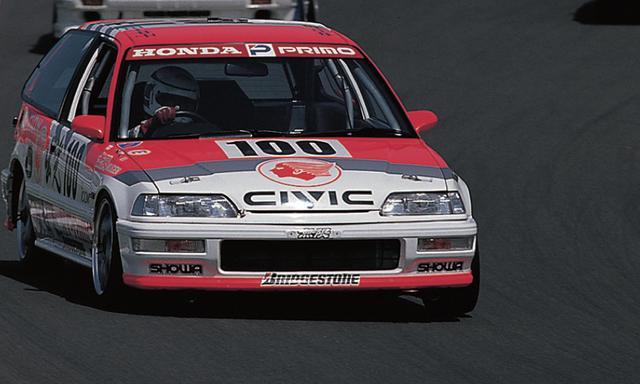 画像2: それから'88年〜'92年とマシンもワンダーからグランド(EF)、スポーツ(EG)と続いたのだが、93年に全日本ツーリングカー選手権が終わるまでホンダが 7年連続という長きにわたりタイトルを死守した。ライバルにはトヨタ・レビン(AE92・AE101)という手強い相手もおり、優勝を阻まれたレースもいくつかあったが、シビックの前では数あるマシンのウチのひとつとしか見なされなかったようだ。(文◎原田了) www.motormagazine.co.jp