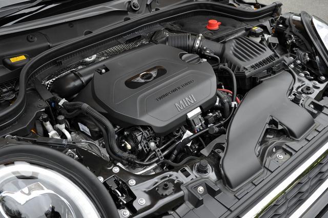 画像: MINI 3/5ドアの「クーパーSD」に搭載されるのはB47C20A型2.0L直4ディーゼルターボエンジン。170ps・360Nmというパワー/トルクで力強い走りを実現。それでいてJC08モード燃費は23.8km/L。プレミアムガソリンと軽油の価格差を考えると、走行コストは相当割安になってくる。