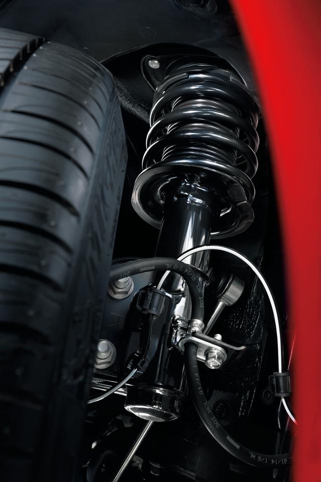 画像: ザックスのダンパーが組み込まれたBRZの足まわり。