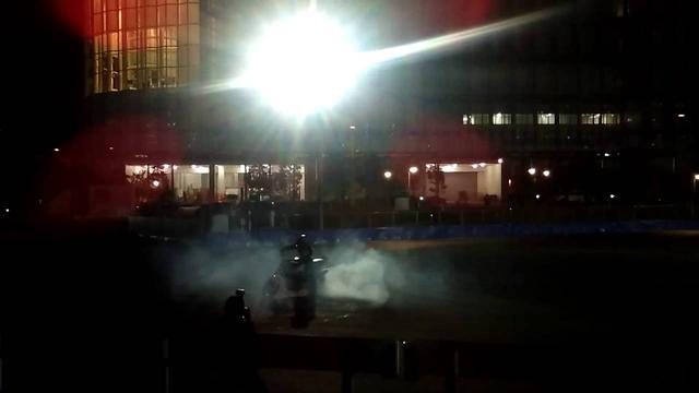 画像: エクストリームライダー小川裕之選手のBMWモトラッドでのパフォーマンス。 www.youtube.com