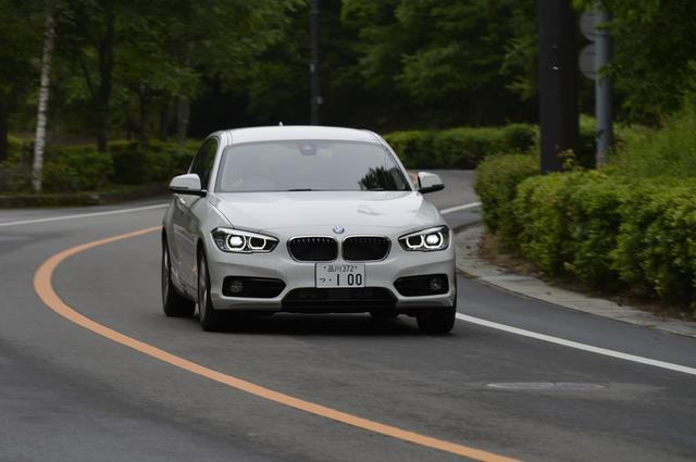 画像: 使用燃料は軽油。タンク容量は52ℓとなるのでJC08モード燃費で計算すると満タンで約1150km走ることができる。118dスポーツに装着されるのは16インチスタースポークスタ イリング376アルミホイール。タイヤサイズは205/55R16。