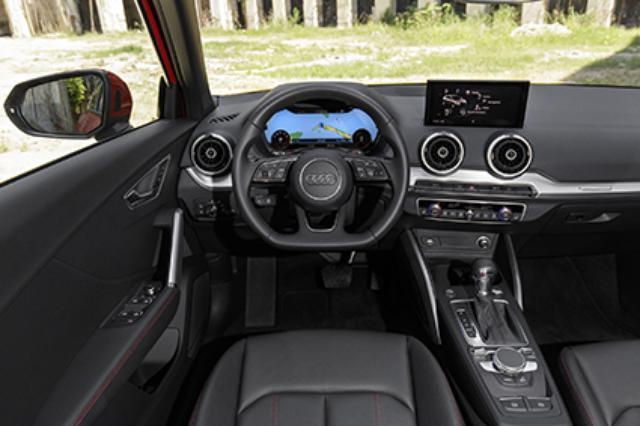 画像: スイッチ類の配置などインパネの基本レイアウトはA3と同じ。試乗車はSトロニック仕様で、バーチャルコックピットも装備。