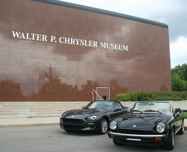 画像: ストリーミングウォルター・P・クライスラー博物館の前に並んだ新旧の124スパイダー。