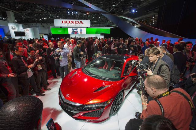 画像: 2015年1月のデトロイトショーでお披露目された新型NSX。世界中のカーガイの注目を集めました。