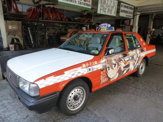 画像: これが「痛車タクシー」。前後のドア部分にキャラが描かれています。