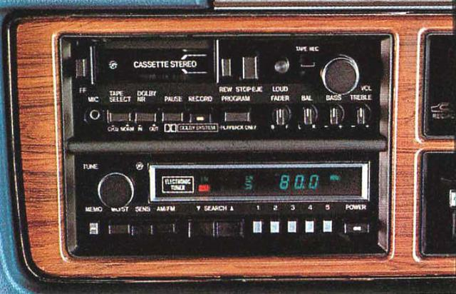 画像: デジタル表示電子チューナーラジオ www.motormagazine.co.jp