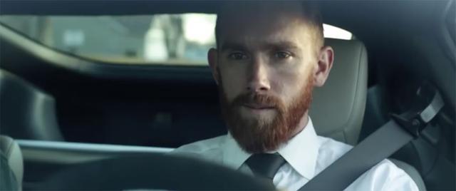 画像: 370Zに乗る中年のビジネスマン。ちょっとお疲れ気味?