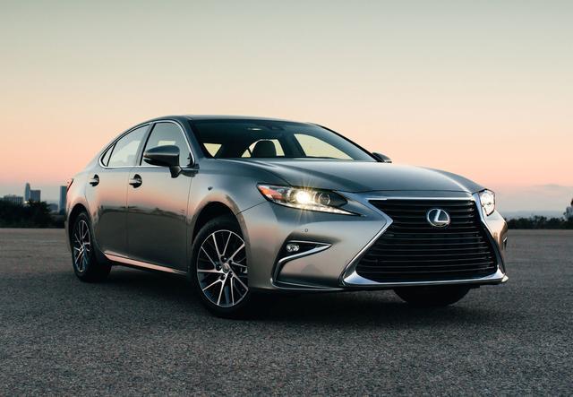 画像: 日本では販売されていない ES。北米、中東、中国などで販売されている人気車種です。