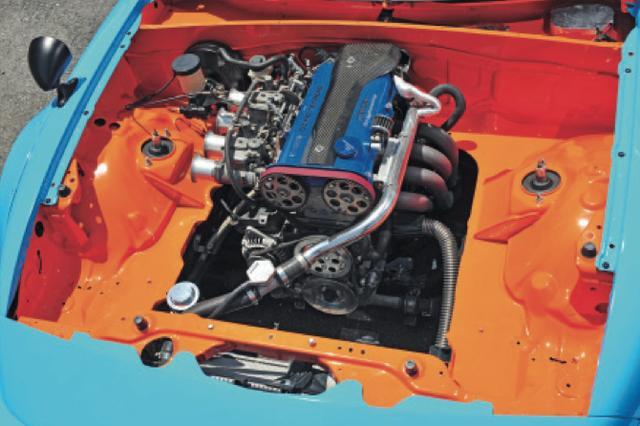 画像: エンジンはミクニのダブルチョークキャブレターを採 用する、ブライトニングチューンだ。パワーフィールも ノスタルジック? www.motormagazine.co.jp