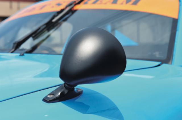 画像: ミラーはヴィタローニセブリング。フェンダーに付けるとSA22Cっぽく、ドアに付けるとポルシェっぽくなる。 www.motormagazine.co.jp