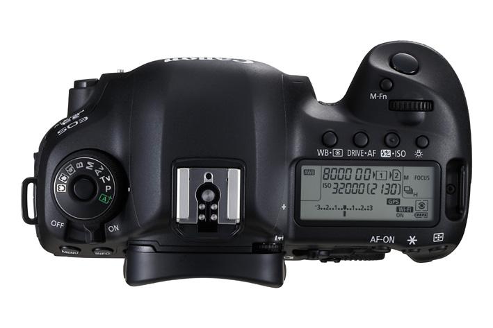 画像: EOS 5D MarkⅣのトップ部。ペンタ部周辺にWi-Fiモジュール、GPSモジュールをスマートに収めている。