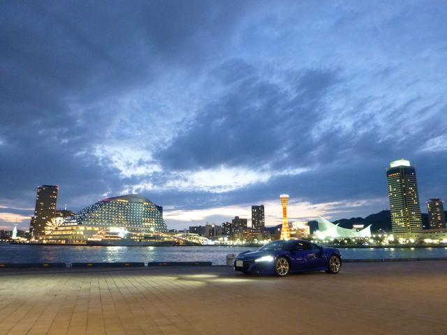 画像: 新型NSXと神戸の夜景。妖しい雰囲気でカッコイイです。