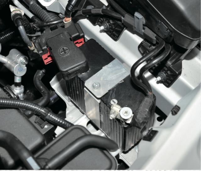 画像: バッテリーはSHORAI製で、これはバイクに使われているもの。ハチロクで2年使ったが問題なしだ。価格は3万円。 www.motormagazine.co.jp