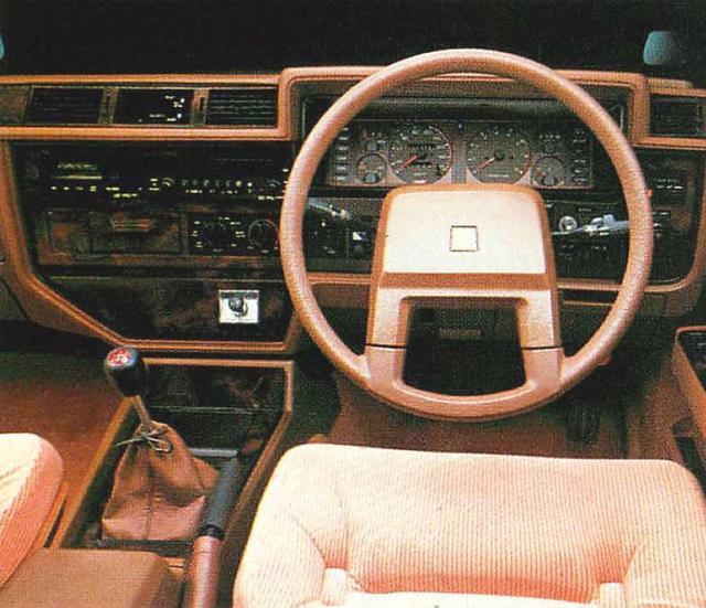 画像1: 4ドアHT200ESGLエクストラ www.motormagazine.co.jp