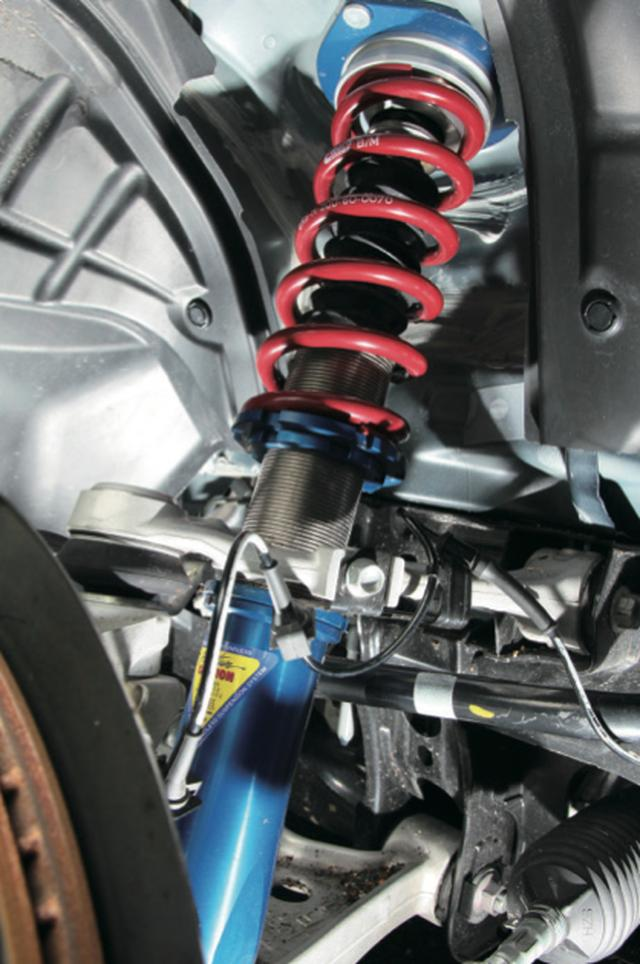 画像: ZEALのアルミシェルケースモデルで軽さにもこだわる。タイプRではリアのストローク確保のためにテンダースプリングを採用。 www.motormagazine.co.jp