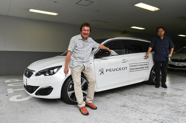 画像: エコランを担当したのは自動車評論家の石川芳雄さん(左)。