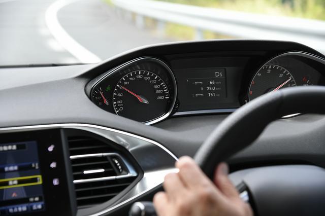 画像: 往路の最高燃費は25km/Lだったが、最終的には22.2km/Lとなった。