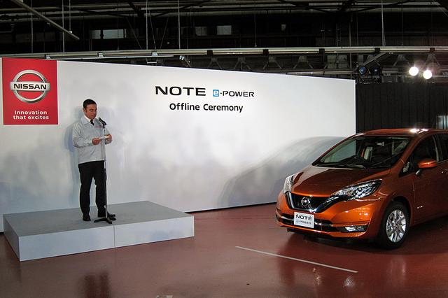 画像: オフライン式で、日本語でスピーチするゴーン社長。