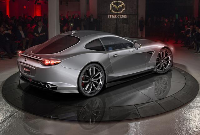 画像: すでにデザインも出来上がっているようです。昨年の東京モーターショーに出品されたコンセプトカー「RX-VISION]よりもずっとコンパクトだという証言もあります。