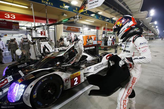 画像: ドライバーズタイトルを獲得したロマン・デュマ/ニール・ジャニ/マルク・リーブ組のポルシェ2号車。
