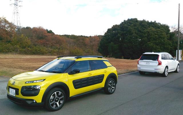 画像: 写真で見るよりも小柄でジャストサイズ。今回は長期レポート車のボルボXC90とともにドライブ。