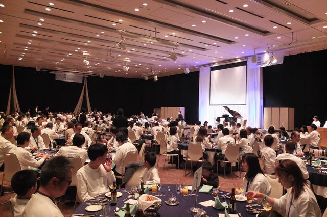 画像: クラブ員同士の親睦を深める懇親会に、記念すべき今年はBMWモトラッドクラブジャパンも加わり盛大なものとなった。