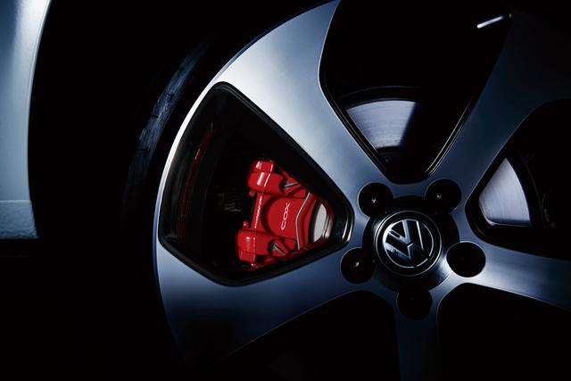 画像: ブレーキパッドセット(ローダスト):純正キャリパー用の低ダストブレーキパッド。日常走行におけるブレーキダストの低減を目的に開発された。価格34,560円。