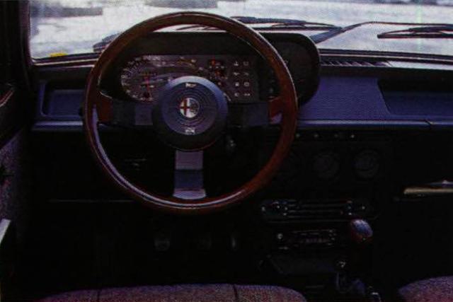 画像1: 【世界の自動車年鑑】 第428回「アルファロメオ ジュリエッタ」(1985年)