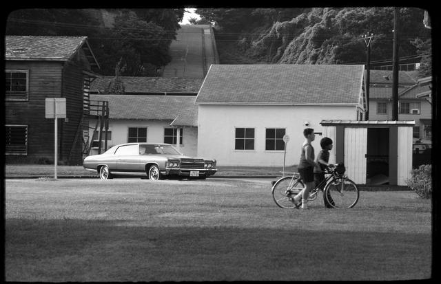 画像: クルマは1971年製シボレー インパラスポーツクーペ。