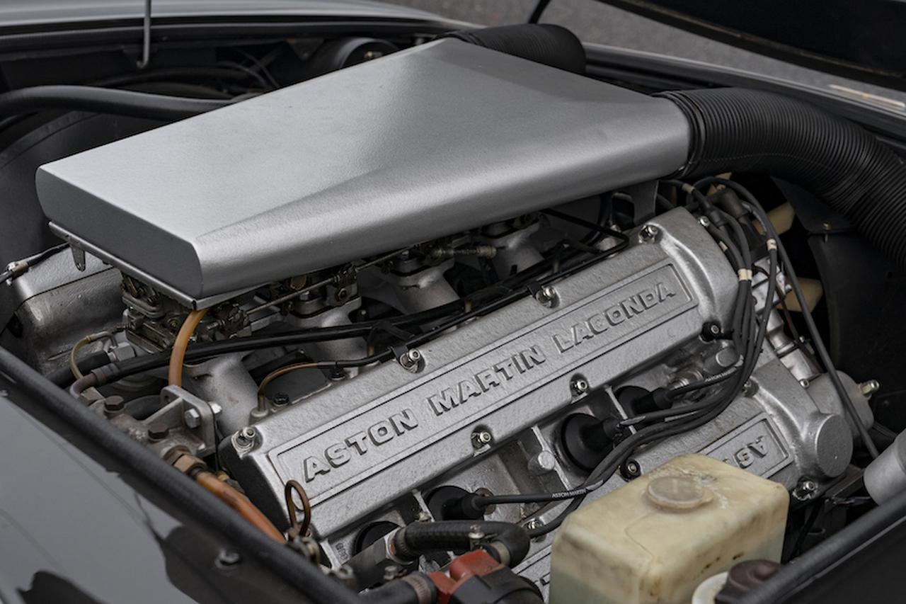画像: 5340ccのV8DOHCは軽合金製のブロックに、4基のツインチョークウェーバーキャブを装備。
