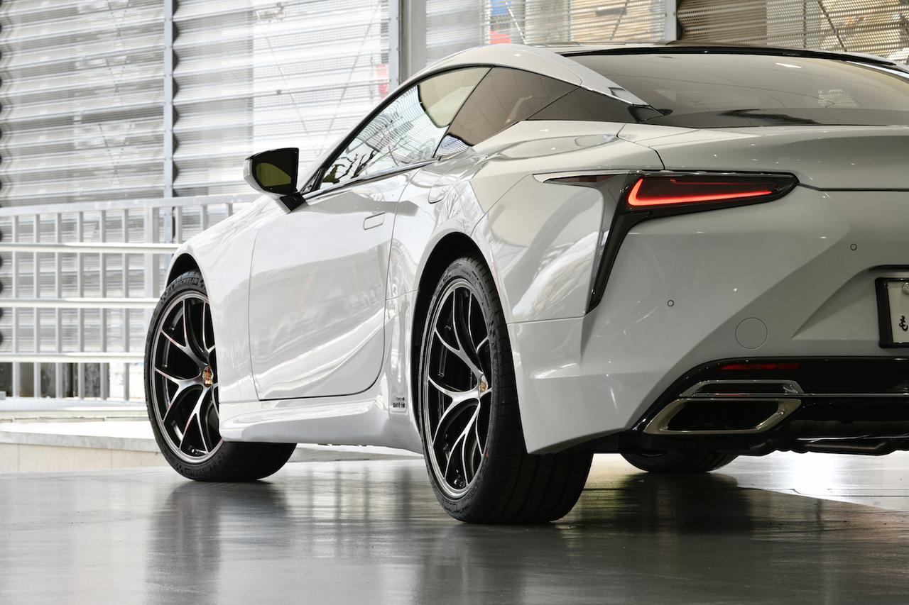 画像: この車両は、レクサス相模原の試乗用。ホイールとクルマのマッチングを、実際に運転して確認できる。 ●取材協力:GR Garage MASTER ONE 東名川崎 www.toyota-mobility-kanagawa.jp