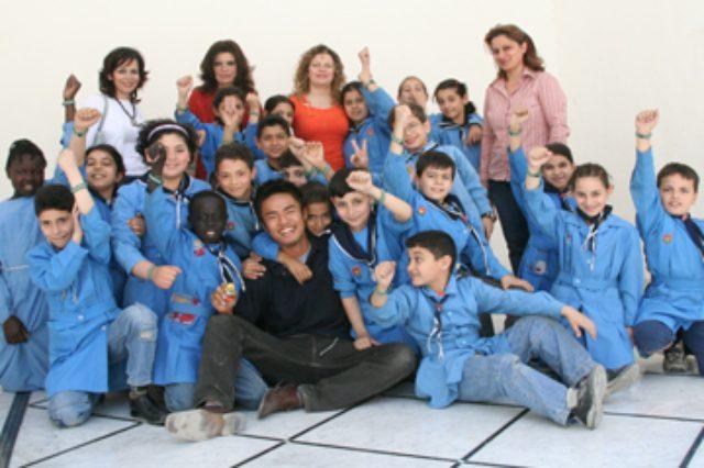 画像: 青年海外協力隊時代の小沼氏とシリアの子どもたち