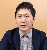 画像: プロフィール 増田周平(ますだしゅうへい) 1986年、徳島県生まれ。徳島大学工学部電気電子工学科卒業、大阪大学大学院工学研究科博士前期課程電気電子情報工学専攻修了。2011年、株式会社日立製作所 情報・通信システム社に入社し、技術者として当時のエンタープライズサーバ事業部第二サーバ本部に配属。その後、情報ITプラットフォーム事業本部BladeSymphony設計部を経て、現在、同・プラットフォーム設計部に所属。入社以来、大企業向けサーバのハードウェア設計に携わっている。同社の留職第5期生。