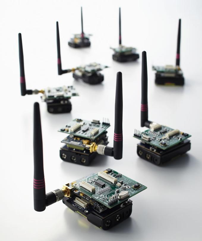 画像: 森川研究室では、実空間に張り巡らされたセンサから得られる膨大な計測データ収集の高速化に取り組んでいる。