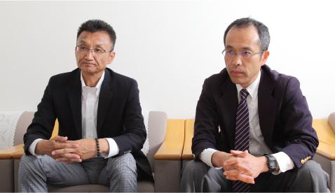 画像: インタビューを受ける成澤社長&野田氏