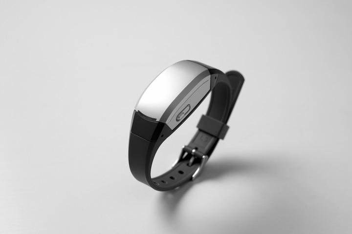 画像: 日立の腕時計型ウェアラブルセンサ