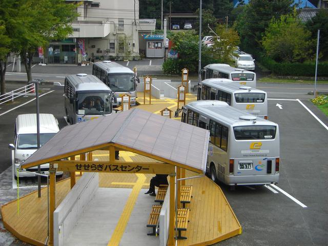 画像: 写真:ときがわ町のハブバスセンター「せせらぎバスセンター」