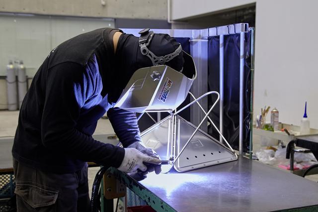 画像: スノーピーク本社にある工場。オフィススペースとともに一般公開されている。