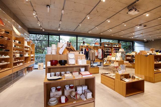 画像: 表参道店は中川政七商店ブランド初の路面店として2016年1月にオープン。表参道の喧噪から離れた閑静な住宅街にある