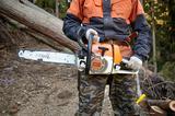画像: 東京チェンソーズの社員が使用しているドイツ製のチェンソー。ドイツは林業先進国として知られている。
